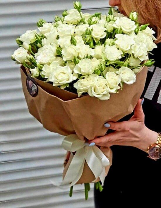 Большой букет из 15 кустовых роз
