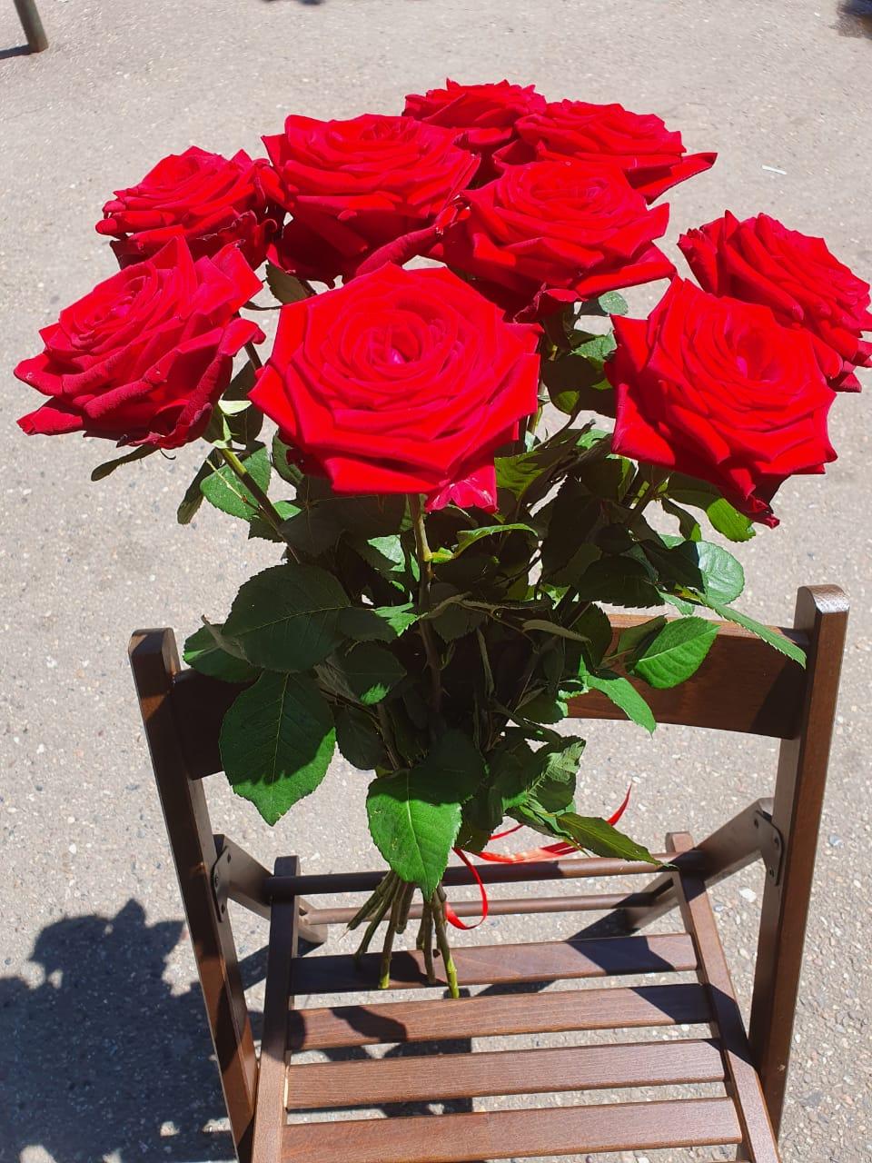 Букет красных роз из 9 шт.