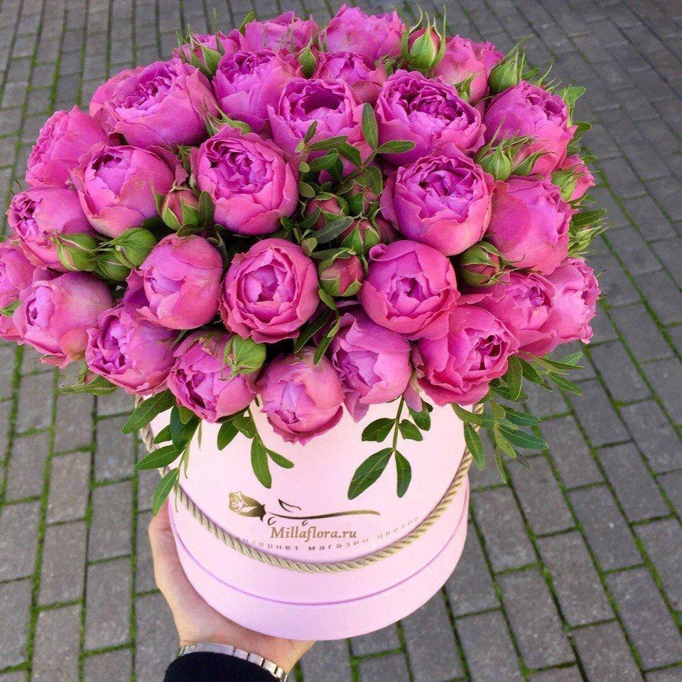 Цветы в коробке «Романтика» Кустовые розы (Голландия)