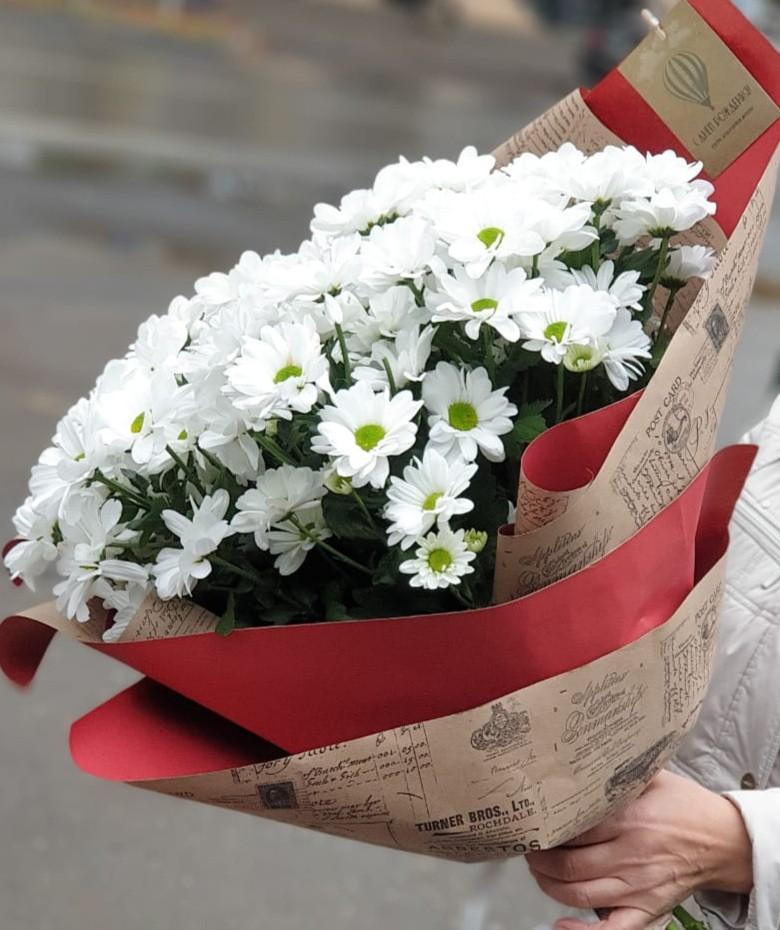Белоснежный букет из хризантем