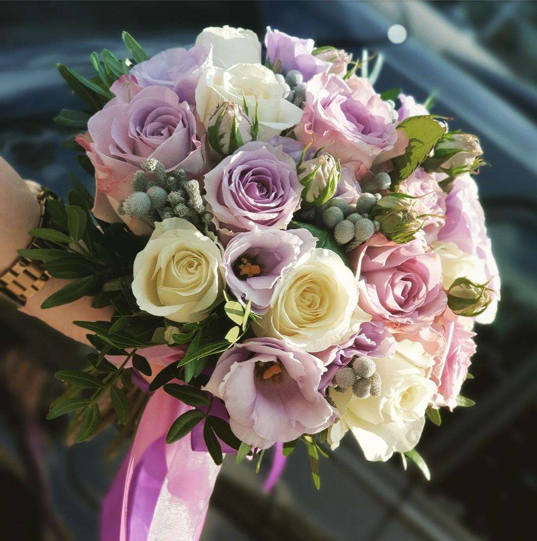 Свадебный букет невесты в сиреневых тонах